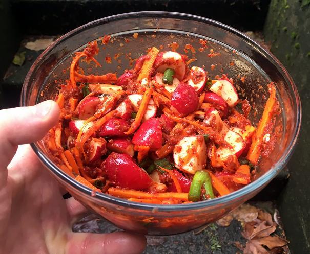 mixing-radish-kimchee
